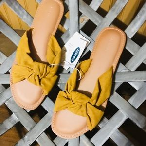 Old Navy Criss Cross Knotted Flats
